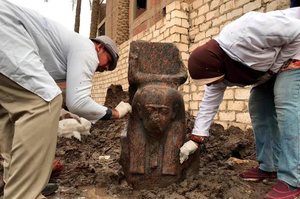 Статуя Рамзеса II из розового гранита