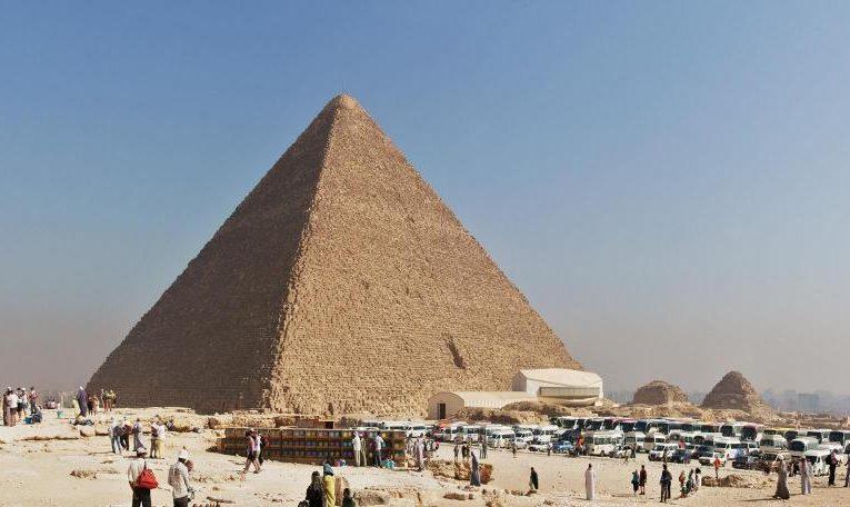 Египет приветствует первых туристов  после карантина во время пандемии COVID-19